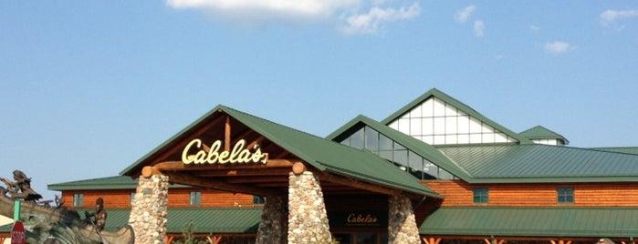 Cabela's is one of Locais curtidos por Mickey.