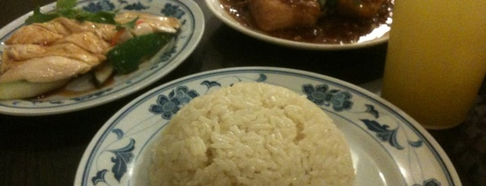 Five Star Hainanese Chicken Rice 五星海南鸡饭粥 is one of Derrickさんのお気に入りスポット.