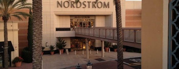 Nordstrom Irvine Spectrum Center is one of Lugares favoritos de Karen.