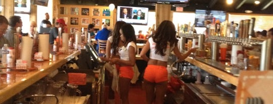 Hooters of Thousand Oaks is one of Lieux qui ont plu à Amy.