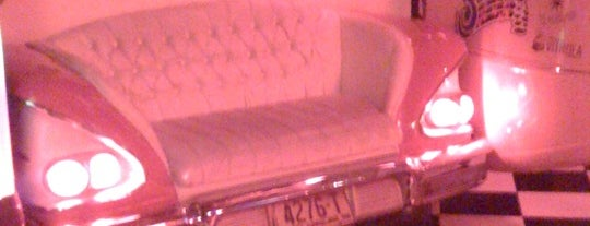 Cadillac Vintage Bar is one of Santos.