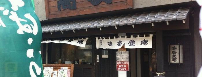 味奈登庵 本町店 is one of Magdalenaさんの保存済みスポット.