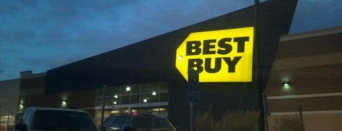 Best Buy is one of Lugares favoritos de Rich.
