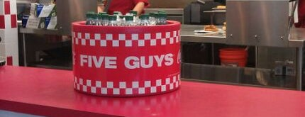 Five Guys is one of Posti che sono piaciuti a JKO.