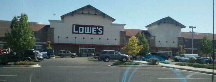 Lowe's is one of Lauren 님이 좋아한 장소.