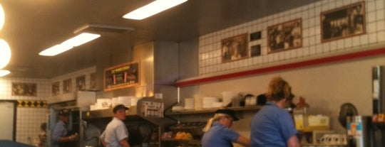 Waffle House is one of Tempat yang Disukai Brandon.