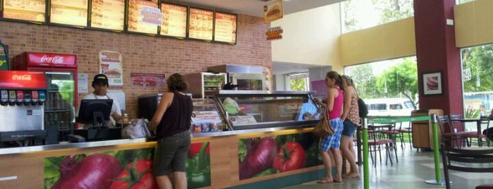 Subway is one of Restaurantes favoritos.