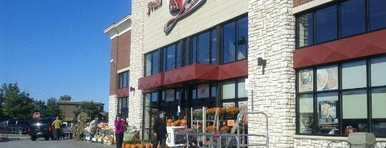 Angelo Caputo's Fresh Market is one of Chicago.