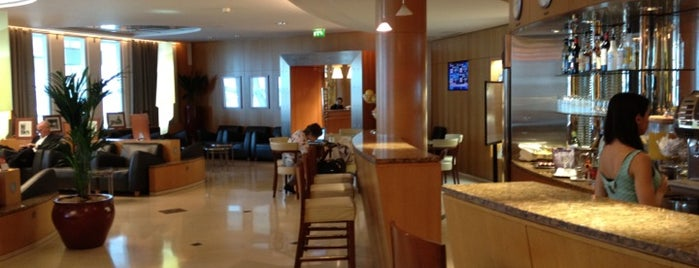 American Airlines Admirals Club is one of Tempat yang Disimpan Jesús M.