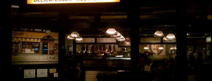 Carnegie Deli is one of Club Hopper.