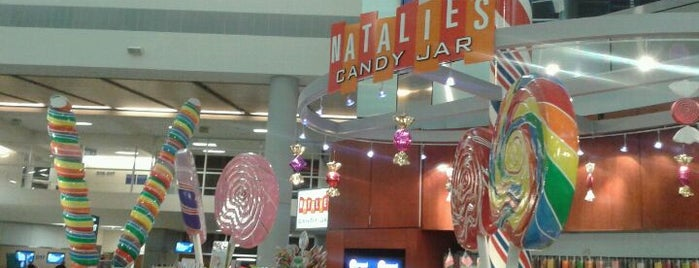Natalie's Candy Bar is one of Locais curtidos por Walter.