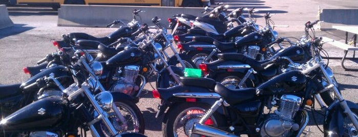 Motorcycle Safety School at Kingsborough Community College is one of Posti che sono piaciuti a Dan.