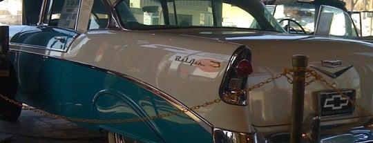 Bobby & Steve's Auto World Nicollet is one of Locais curtidos por jim.