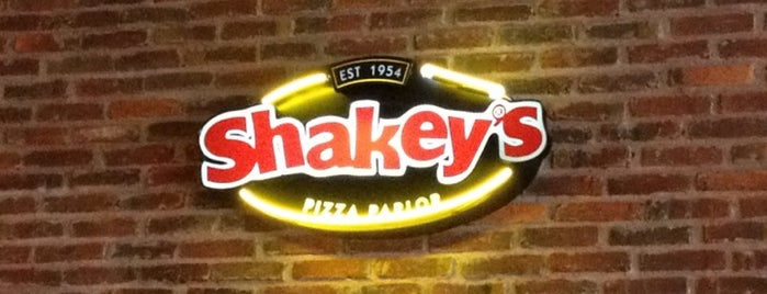 Shakey's Pizza is one of Angelica'nın Beğendiği Mekanlar.