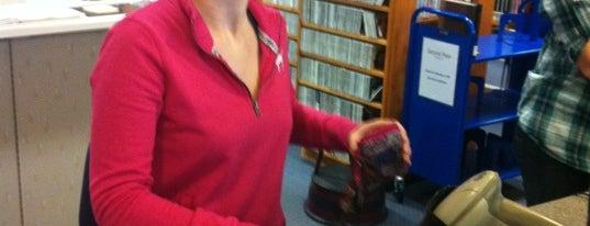 Bishop Library is one of Lugares favoritos de Chrissy.