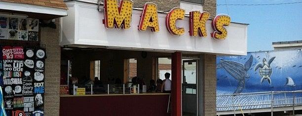 Mack's Pizza is one of Tempat yang Disukai Suzanne.