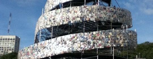 Torre de Babel con libros de todo el mundo - Marta Minujín is one of Lugares Interesantes.