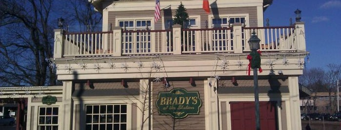 Brady's At The Station is one of Locais curtidos por Kristen.