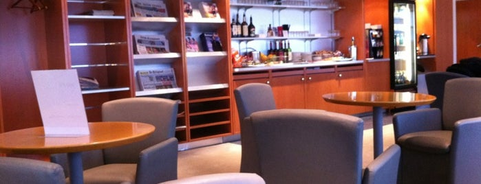 Air France / KLM Lounge is one of Lugares favoritos de Sandybelle.