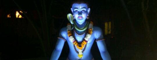 Sri is one of Tempat yang Disimpan Julia.