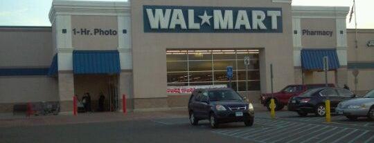 Walmart is one of สถานที่ที่ Lindsaye ถูกใจ.
