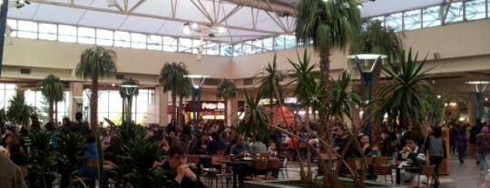 Patio de Comidas Mall Florida Center is one of Paulinaさんのお気に入りスポット.