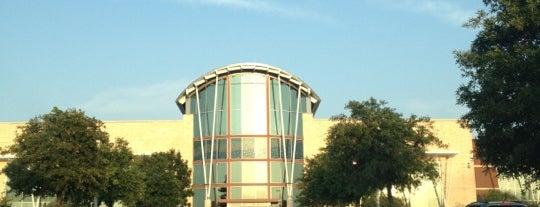 Frisco Athletic Center is one of Posti che sono piaciuti a Scott.