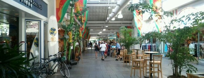 Lahaina Cannery Mall is one of chawaii.