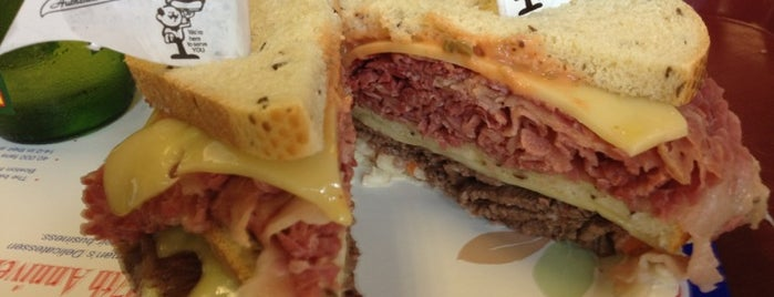 Attman's Authentic New York Delicatessen is one of Posti che sono piaciuti a Chris.