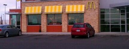 McDonald's is one of สถานที่ที่ Gaston ถูกใจ.