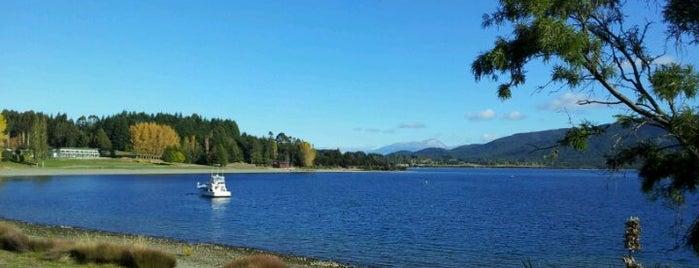 Lake Te Anau is one of Nuova Zelanda.