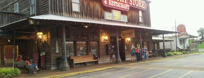 Brooks Shaw's Old Country Store & Restaurant is one of Raúl's Liked Places.