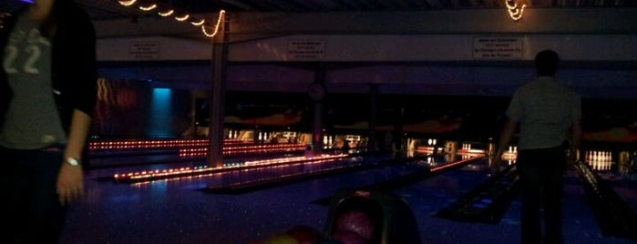In(n) Bowling is one of Weg gehen / Party.