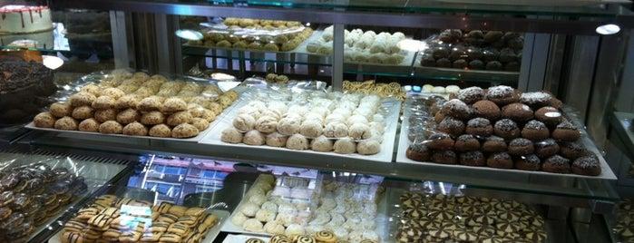 Sweet Temptations is one of Istambul food.