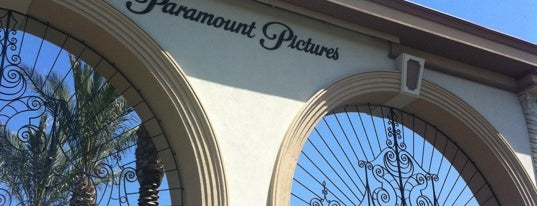 Paramount Pictures (Bronson Gate) is one of Lugares favoritos de Blaise.
