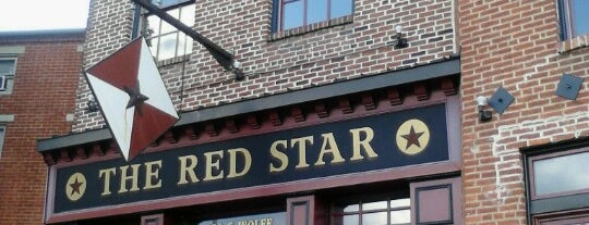 Red Star Bar & Grill is one of Locais salvos de Katie.