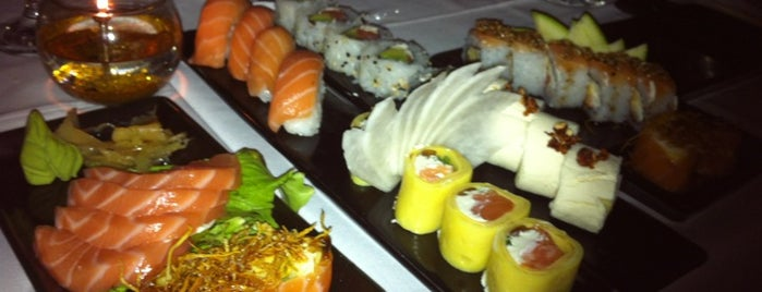 SushiClub is one of Locais curtidos por Carolina.