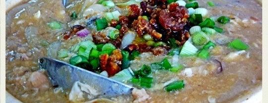 Restaurant Yoke Heng (玉興飯店) is one of Tempat yang Disukai Alyssa.