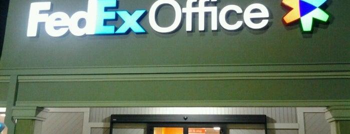 FedEx Office Print & Ship Center is one of สถานที่ที่ Earl ถูกใจ.
