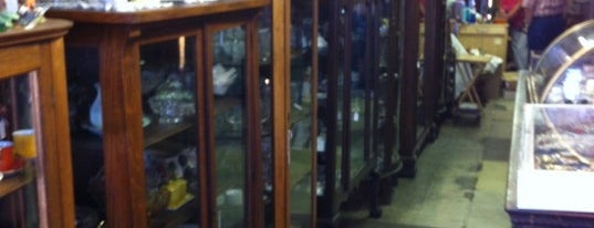 Alstons Antiques is one of Kayeさんのお気に入りスポット.