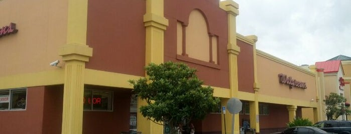 Walgreens is one of Locais curtidos por Paola.