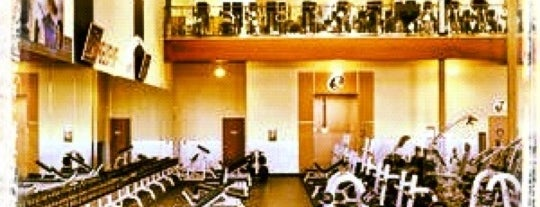 24 Hour Fitness is one of Lugares favoritos de Athene.