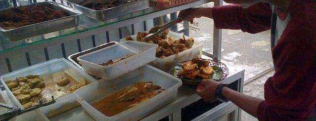 Nasi Timbel Ibu & Sop Buah Hj. Nunung is one of Medan culinary spot.