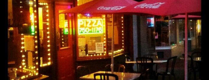 Vancouver Pizza is one of สถานที่ที่ Maggie ถูกใจ.