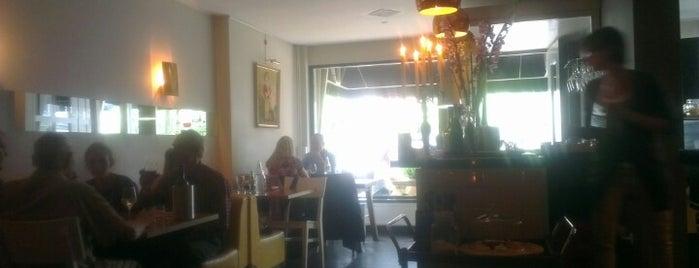 Razmataz is one of Best Tea Spots in Amsterdam.