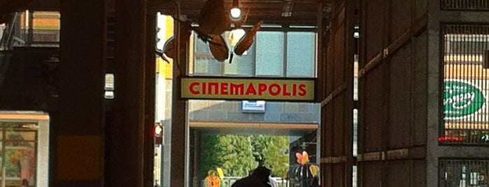 Cinemapolis is one of Lieux qui ont plu à Emily.