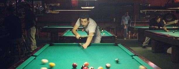 Danny K's Billiards & Sports Bar is one of Lugares favoritos de Barry.