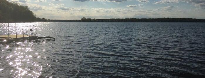 Crooked Lake is one of Andrew'in Beğendiği Mekanlar.