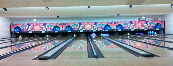 Tragel Bowling is one of Ingmar 'Iggy'さんのお気に入りスポット.