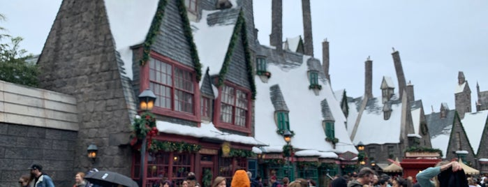 Three Broomsticks is one of Los Angeles.